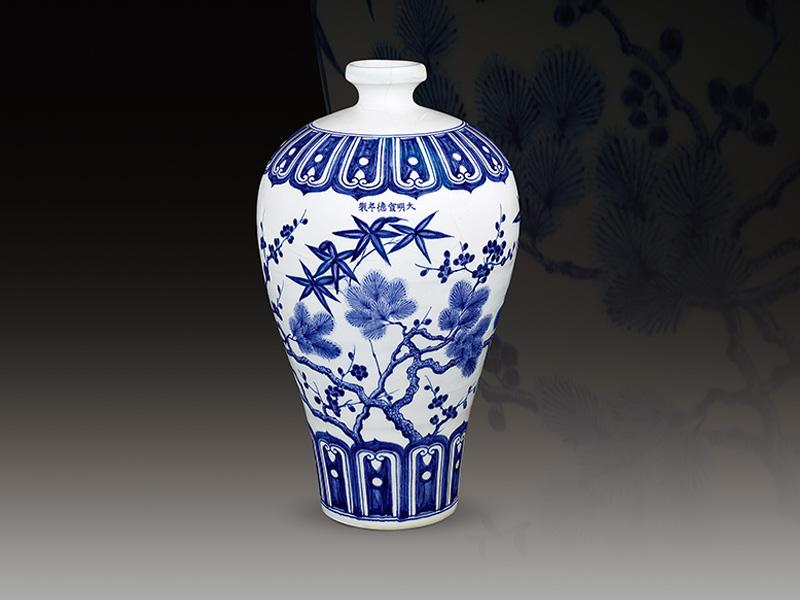 明宣德 青花松竹梅纹梅瓶 高46.5公分/震旦博物馆提供