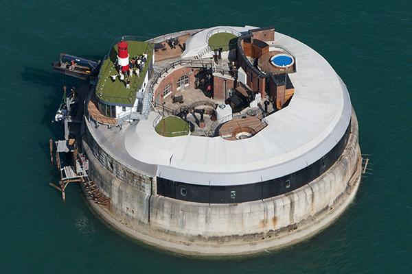 ▲最硬挺的海上饭店——Spitbank fort