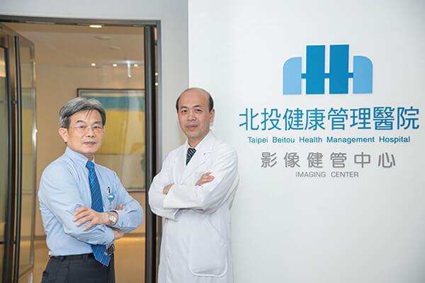 北投健康管理医院医务长罗鸿源(右)、行政副院长魏聪文(左)