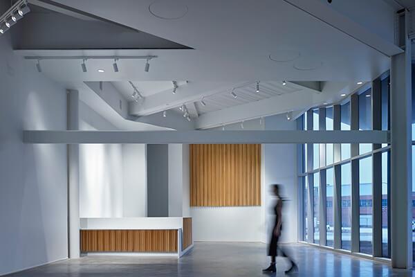 挑高格外开阔的展览空间,特别适合展示当代艺术作品。