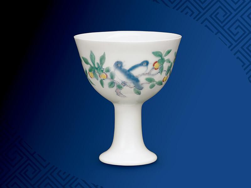 明+成化+斗彩花果鸟纹高足杯+高8公分/震旦博物馆提供