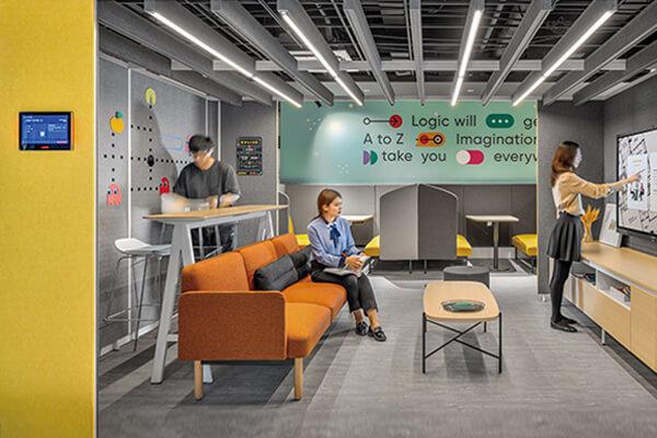 搭载远端会议设备的半开放会议室,让同仁享受灵动化、数位化技术带来的便利。